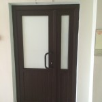 Установка ПВХ дверей